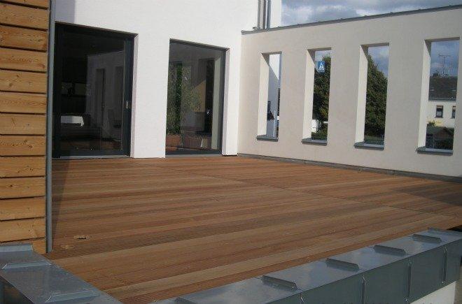 terrassen mit sfc zertifizierten h lzern. Black Bedroom Furniture Sets. Home Design Ideas